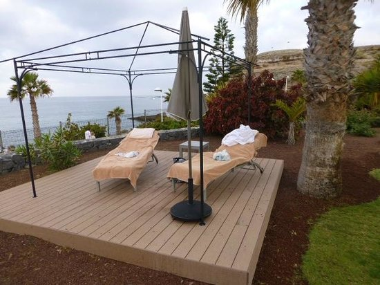 Sheraton La Caleta Resort & Spa, Costa Adeje, Tenerife: Sun bed hogging every day - hotel not inforcing its own policy