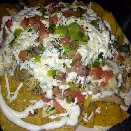 Nachos mexicanos De pollo - Picture of Gusto Latino Bar ...