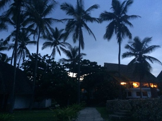 Karafuu Beach Resort and Spa: Sunset