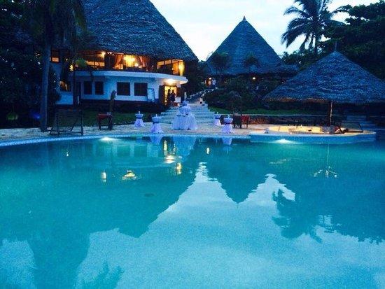 Karafuu Beach Resort and Spa: Pool area