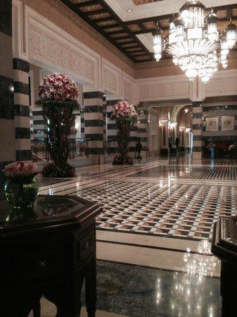Jumeirah Al Qasr at Madinat Jumeirah : Хол гостиницы