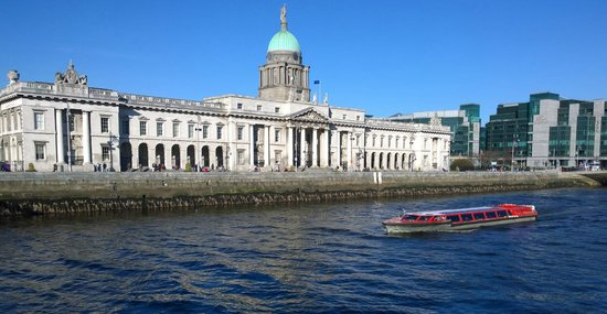 Dublin Discovered Boat Tours : Passing the Custom House