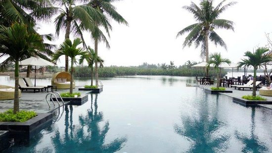 Hoi An Beach Resort : The pool