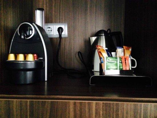 Hampshire Hotel - Rembrandt Square Amsterdam : angolo thè e caffè in camera