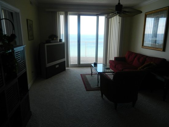 Emerald Isle Resort and Condominiums: Living Room