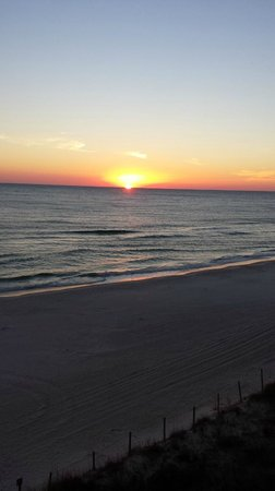 Emerald Isle Resort and Condominiums: Beautiful sunset view from balcony