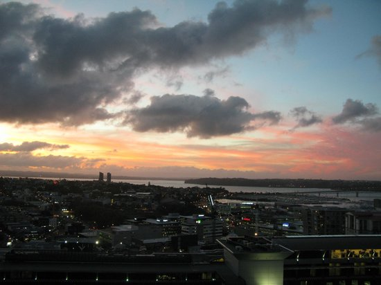 SKYCITY Grand Hotel: Auckland Harbour at Sunset