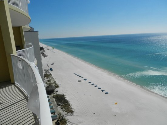 Emerald Isle Resort and Condominiums: Nice view to the east from Balcony