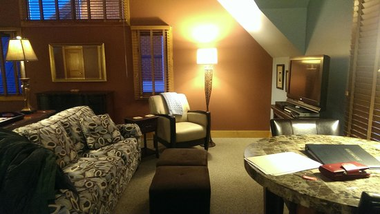 Iris Inn: living area of Hawk's Nest Suite