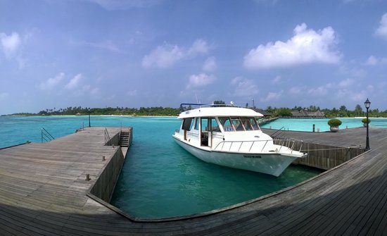 Olhuveli Beach & Spa Resort : Looking back from the Padi Dive Centre