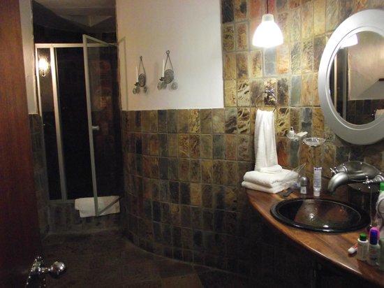 Isandlwana Lodge: Candlelit shower