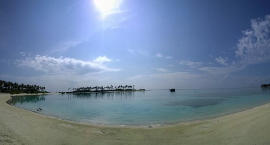 Olhuveli Beach & Spa Resort : Olhuveli Beach Panoramic - early morning