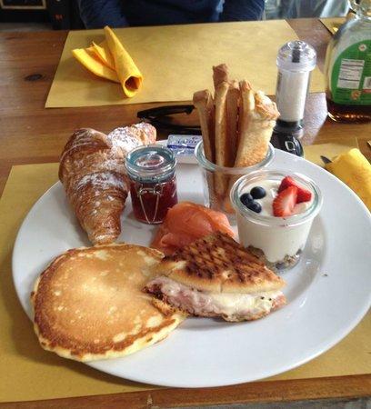 Checchi Cafe: colazione delux