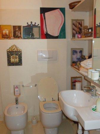 B&B Della Rocca: Bagno della camera matrimoniale