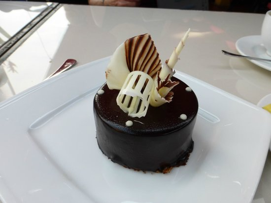 The Cargo Club : Very decadent dessert & pretty
