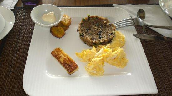 TikiVillas Rainforest Lodge: Tradtional Costa Rican breakfast