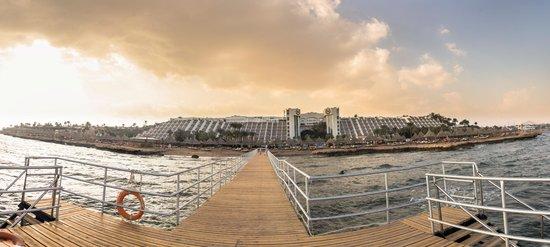 Sheraton Sharm Hotel, Resort, Villas & Spa: Панорама вида  с наконец достроенного понтона на отель
