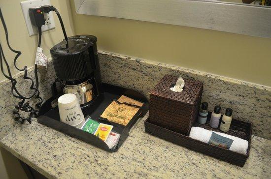 Silver Palms Inn : Le necessaire de toilette et cafetiere.