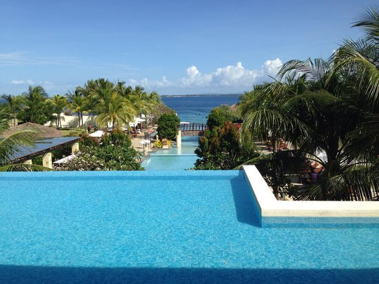 Crimson Resort and Spa, Mactan : View from the lobby