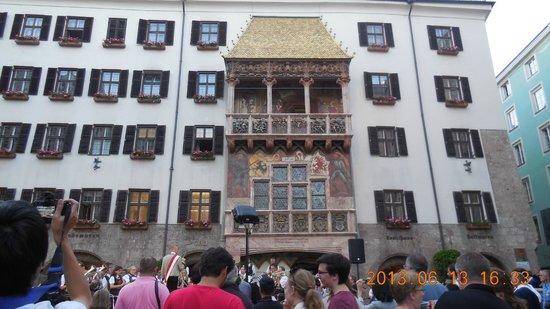 Altstadt von Innsbruck: Tejado de oro y espectáculo tirolés