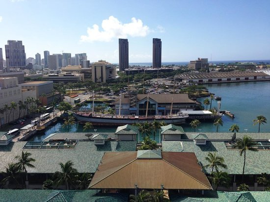 Aloha Tower Marketplace : View from Aloha Tower of Maritime Museum and Falls of Clyde (closed)