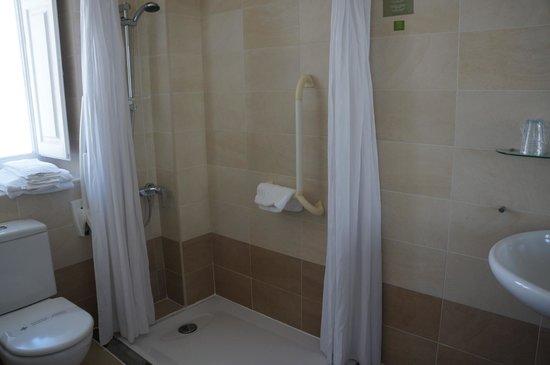 Hotel Arrope: Bathroom