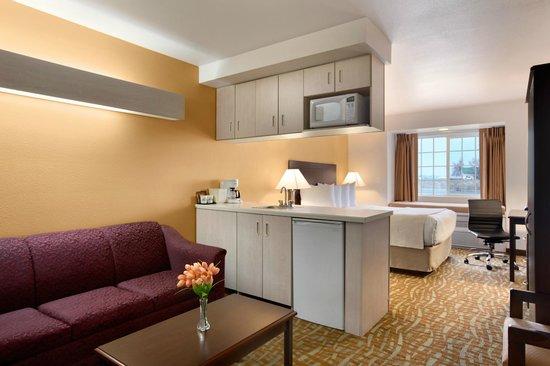 Days Inn & Suites Spokane Airport Airway Heights: Queen Suite