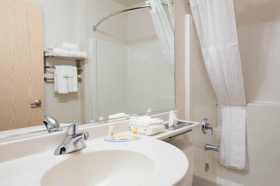 Days Inn & Suites Spokane Airport Airway Heights: Bathroom