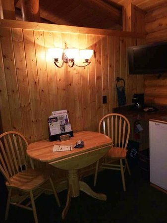 Elk Country Inn: Log Cabin
