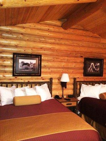 Elk Country Inn: Log Cabin