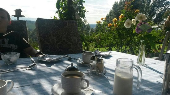 Pleasant Places Guesthouse : Breakfast with a view