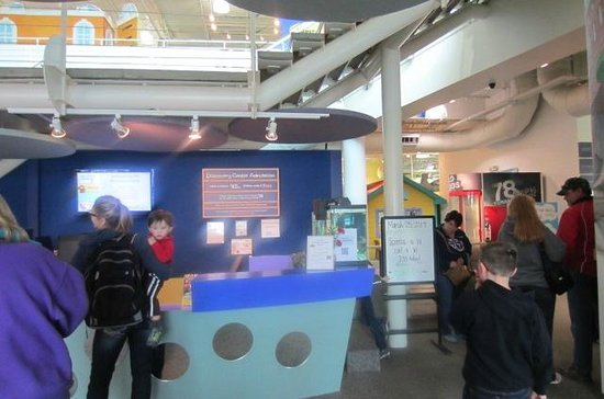 Discovery Center: Front desk