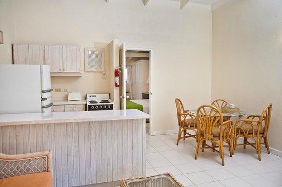 Regent Apartments Barbados: Living area