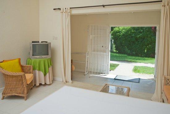 Regent Apartments Barbados: Living