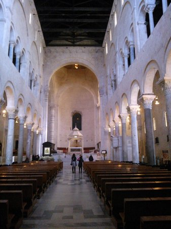 Cattedrale di San Sabino: BARI-Cattedrale-Navata centrale