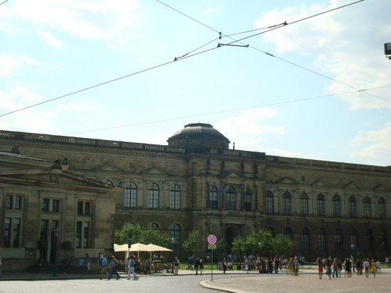 Gemaldegalerie Alte Meister : Вид на Галерею