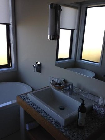 Manakau Lodge : even a defog mirror...Neal is brillaint :)