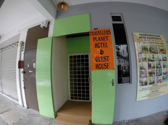 Travellers Planet Hostel: The hostel's entrance