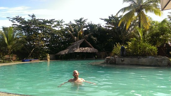 Popa Paradise Beach Resort: swimmingpool + bar