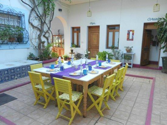 El Diablo y La Sandia Libres: lovely open dining area