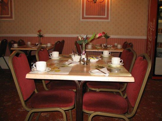 Oliver Hotel: Sala de café da manhã