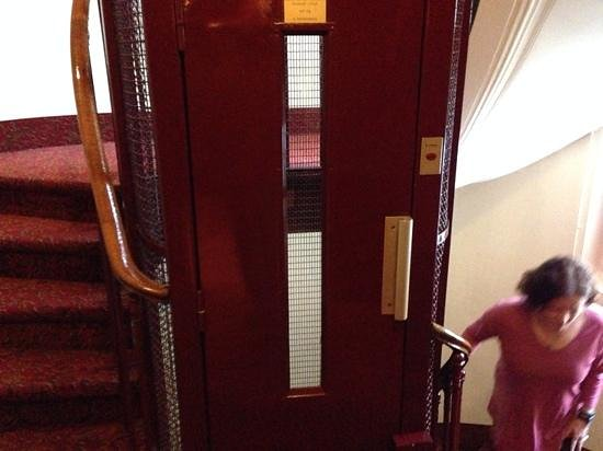 Hotel Peyris Opera: The Cute Little Elevator