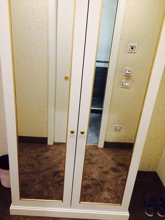 Hotel dei Borgia: Armoire avec coffre