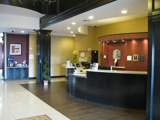 Marhaba Inn & Suites: Lobby Desk