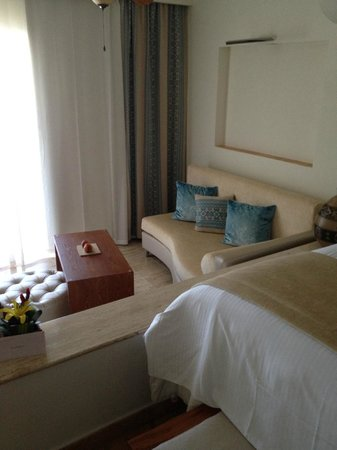 Excellence Riviera Cancun : Corner sofa