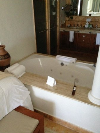 Excellence Riviera Cancun : Jacuzzi tub