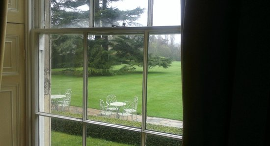 Middlethorpe Hall & Spa: beautiful grass lawns at rear