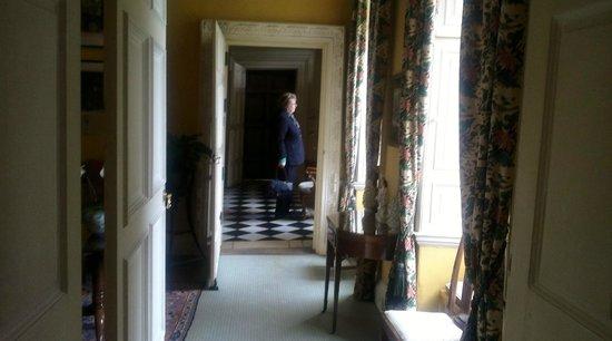 Middlethorpe Hall & Spa: corridoor main lounge