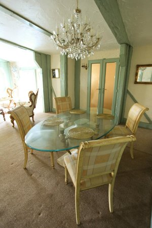 The Edge Accommodation: Dining area