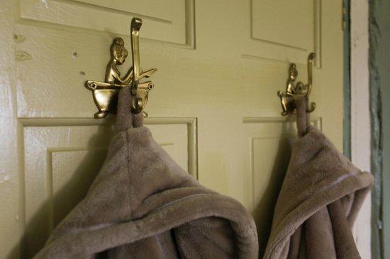 The Edge Accommodation: Bathroom Details